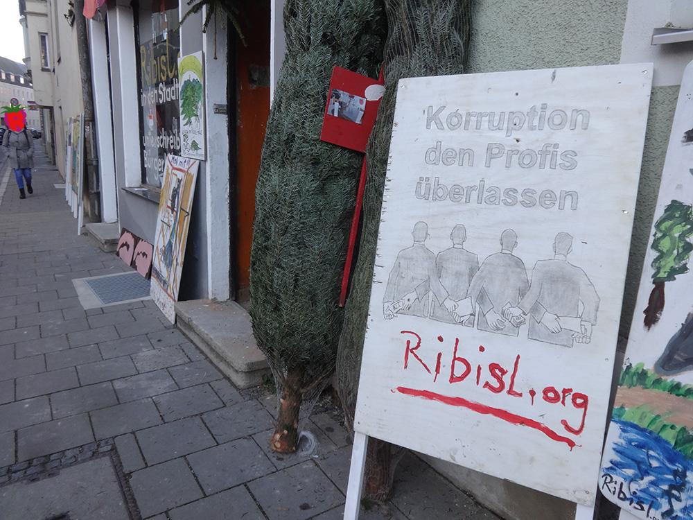 Unbestechlich: Malkampfzentrale mit Ribisl-Baumverkauf